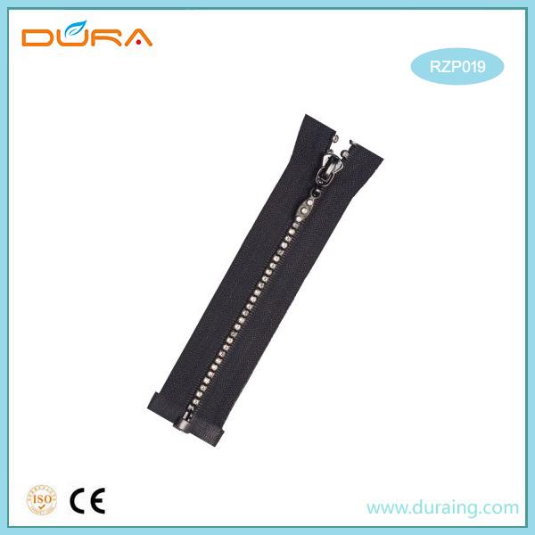 RZP019 Resin Zipper Featured Image